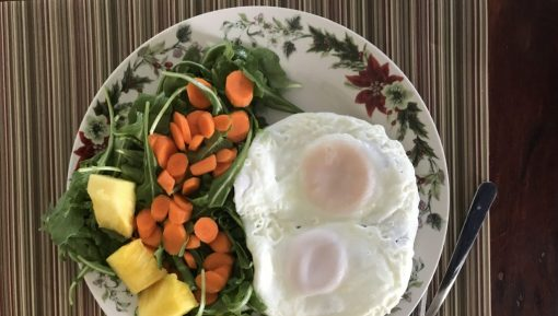 Dinner-Plate-eggs-pinapple-carrots-arugala-1024×768